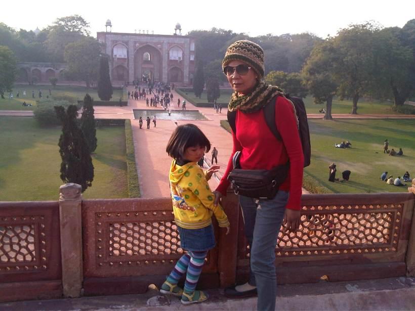 Ibu dan anak saya pas di India