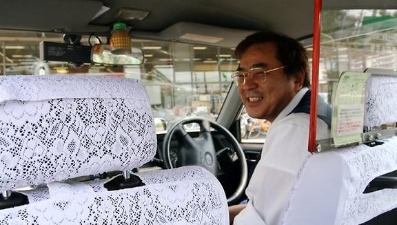 Ilustrasi supir taksi di Tokyo, mobilnya selalu bersih mengkilat.