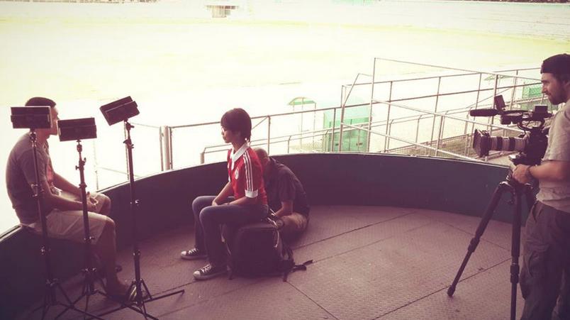 Wawancara dgn Alam di stadion Teladan, Medan. Warnanya terpaksa dikoreksi karena back lightnya keterlaluan :)