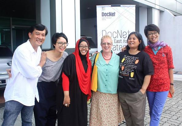 Nick Deocampo, Anh Xuan Duong, Thantien, Jude, Yati & saya di depan poster acara, di halaman Gd. Finas Malaysia