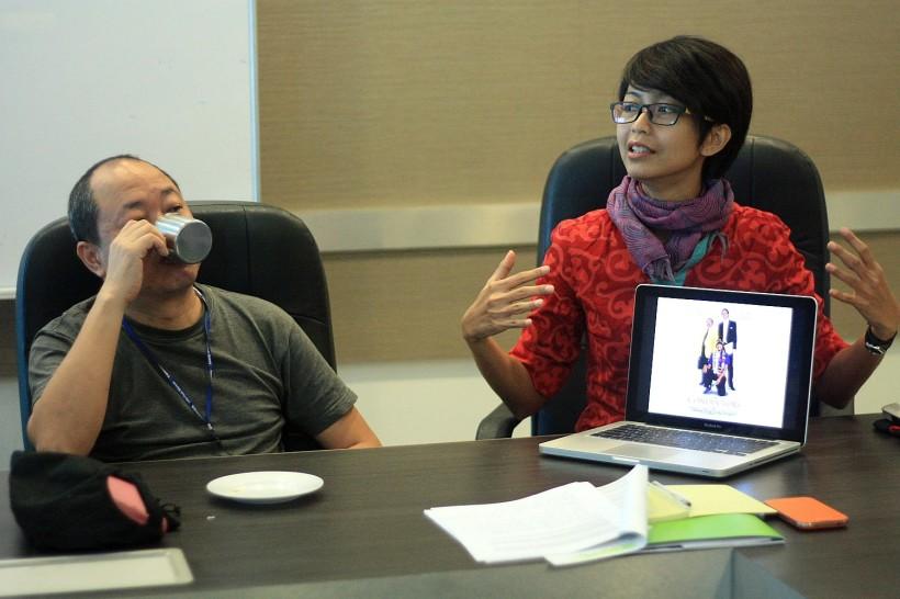 Di sebelah saya itu KM Lo, si filmmaker gokil yg 4 tahun sengaja homeless di Jepang utk keperluan shootingnya