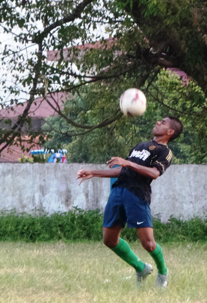 Yabes latihan di lapangan bola Kalabahi, Alor